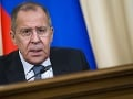 Chemický útok v Sýrii je výmyslom cudzej mocnosti, tvrdí Lavrov