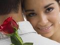 Mladík (28) kúpil priateľke na Valentína kvety: Pri pohľade do spálne ho chytil amok