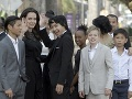 Herečka Angelina Jolie učí
