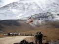 PRÁVE TERAZ Po 2 dňoch našli trosky lietadla zrúteného v horách: Prvé VIDEO z miesta tragédie