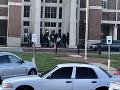 Streľba na americkej strednej: Polícia má podozrivého, ktorý mal zabiť študentku (†17)