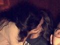 Mladík (20) si spravil SELFIE so svojou frajerkou na párty: Ako sa bozkáva s iným mužom!