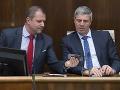 Poslanci Mosta-Híd rešpektujú platné uznesenie, strana rokuje o predčasných voľbách