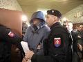 Súd rozhodol o väzbe pre Antonina Vadalu: Vyviedli ho v putách