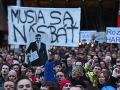 VIDEO Koaličné rošády Slováci prekukli! Účasť trhala rekordy, ľudia žiadajú predčasné voľby