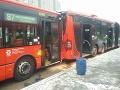 V Bratislave sa zrazili dva autobusy FOTO Na mieste 14 hasičov, hlásia ranených