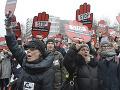 VIDEO Poliaci vyšli do ulíc: Proti sprísneniu potratov sa ich vo Varšave postavilo 55 tisíc