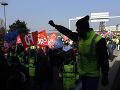 Veľké rušenie letov s Air France: Štrajky paralyzujú francúzsku dopravu