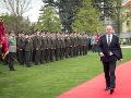 FOTO Prezident odovzdal bojové zástavy vojenským útvarom z Nitry a Seredi