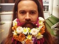 Frajerky nedostali nič, kvety zostali v bradách