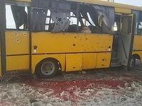 Na Ukrajine vybuchol autobus, zasiahol ho granát.