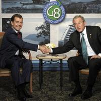 Dimitrij Medvedev a George Bush