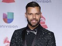Z toho, čo skrýva Ricky Martin pod šatami, odpadnete.