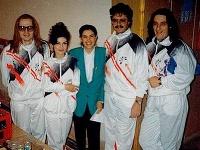 Retro foto z roku 1992. Poznáte známe tváre na nej?