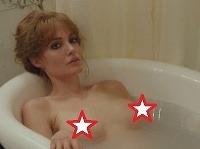 Angelina Jolie prekvapila nahotou vo vlastnom filme.