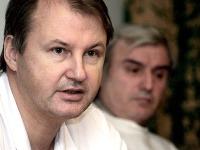 Vladimír Cingel, ktorý úspešne oddelil siamské dvojičky Marka a Miška, zomrel.