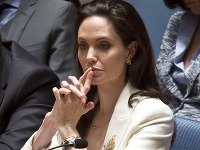 S Angelinou Jolie je neradno sa zahrávať.