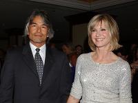 Olivia Newton-John a Patrick McDermott tvorili pár zhruba deväť rokov.