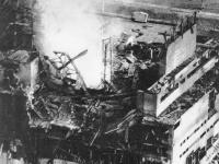 Zničená elektráreň po výbuchu.