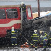 Zrážka vlaku s autobusom v Polomke