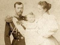 Mikuláš II s manželkou. Boľševici ich popravili.