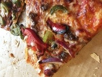 Skrutka nemá v pizze čo robiť