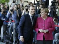 Angela Merkelová víta francúzskeho prezidenta Emmanuela Macrona