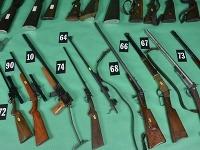 Polícia skonfiškovala pri Žiline arzenál nelegálne držaných zbraní. Okrem desiatok pušiek a pištolí aj granáty, delostreleckú muníciu, rozbušky, chemické látky a pyrotechnický materiál.