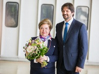Robert Kaliňák vyznamenal letušku Annu Gorodovovú