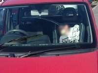 Takto nechala nezodpovedná matka svoje dieťa v aute