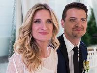 Mladomanželia Adela Banášová a Viktor Vincze