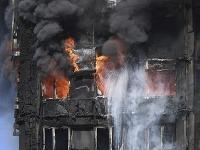 Požiar, ktorý vypukol minulý týždeň v londýnskej budove Grenfell Tower