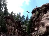 Žena skáče z desiatok metrov