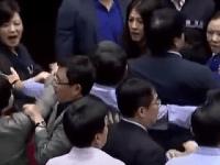 Taiwanskí politici sa pobili kvôli projektu infraštruktúry.