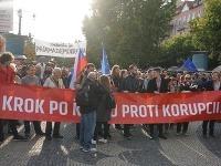 Zábery z protikorupčného protestu