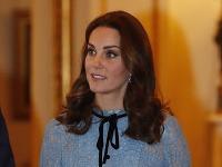 Vojvodkyňa Kate nosí pod srdcom svoje tretie dieťatko.