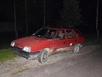 Páchatelia vypálili z idúceho auta vypálili niekoľko rán zo samopalu.