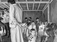 Libanon | Lucia s malými sýrskymi pacientmi v provizórnej MAGNA ordinácii počas návštevy jedného z utečeneckých táborov v oblasti Baalbeck. (c) Martin Bandžák/MAGNA