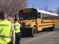 Študentov odviezli autobusy.