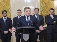Zľava v pozadí: Robert Kaliňák, Peter Pellegrini, Peter Žiga a Peter Kažimír a v popredí Robert Fico