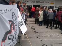 Smer-SD oslavoval MDŽ v Banskej Bystrici. Bez protestných transparentov sa slávnosť nezaobišla.