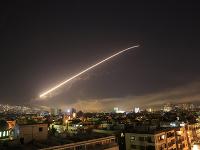 Západ krátko pred štvrtou hodinou ráno zaútočil na Sýriu.