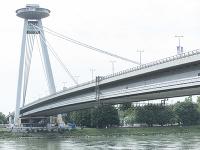 Stavba pod mostom SNP