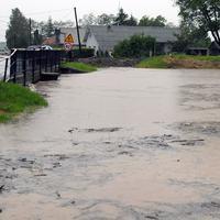 Potoky sa vyliali, v obci hul evakuujú 150 ľudí