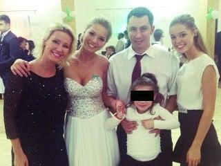 Erika Barkolová a jej exmnažel si spolu zapózovali na stužkovej slávnosti svojej dcéry.