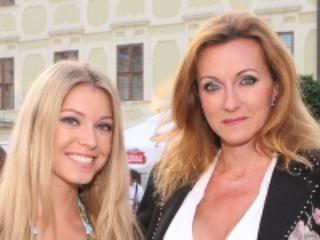 Lucia Olešová a jej mama Zuzana rady nosia výstrihy.