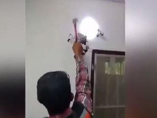 Muž počul divný zvuk