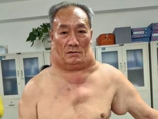 Muž pil desiatky rokov