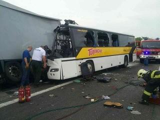 Nehoda na R1.
