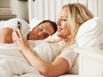 Žena zverejnila, čo všetko jej manžel rozprával zo spánku za posledných 13 rokov